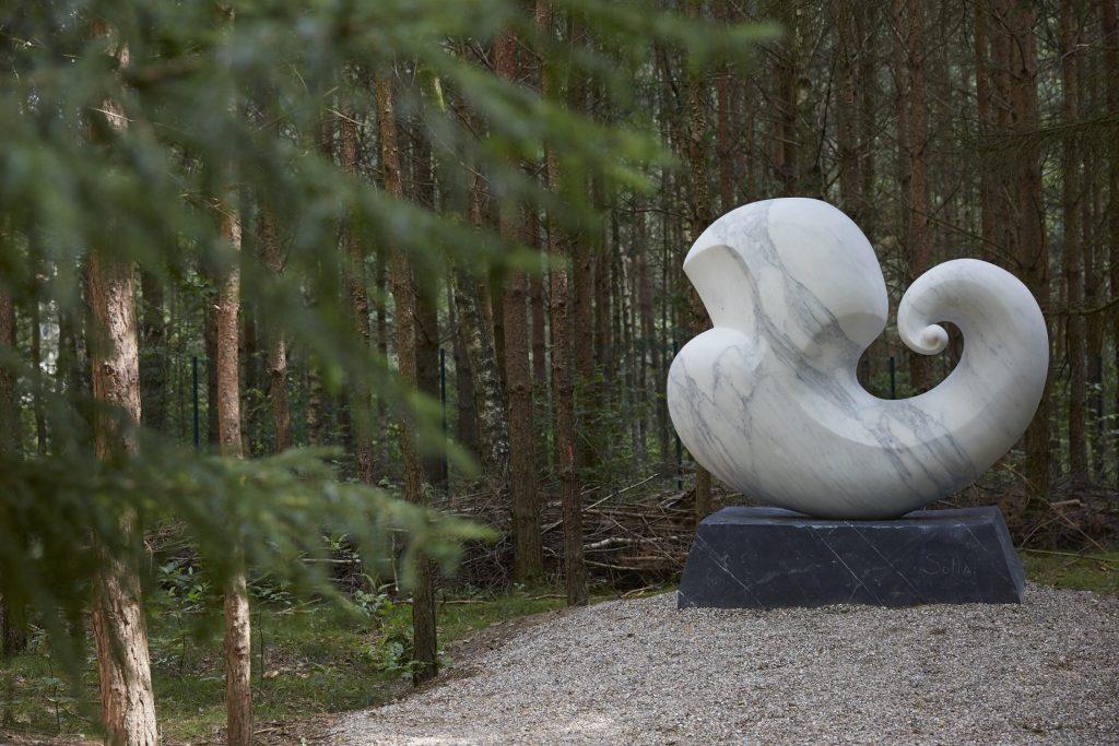 Public Sculpture Germany, White Carrara Marble, outdoor sculpture, sculpture park, Skulpturenpark Wesenberg, Künstler Bei Wu